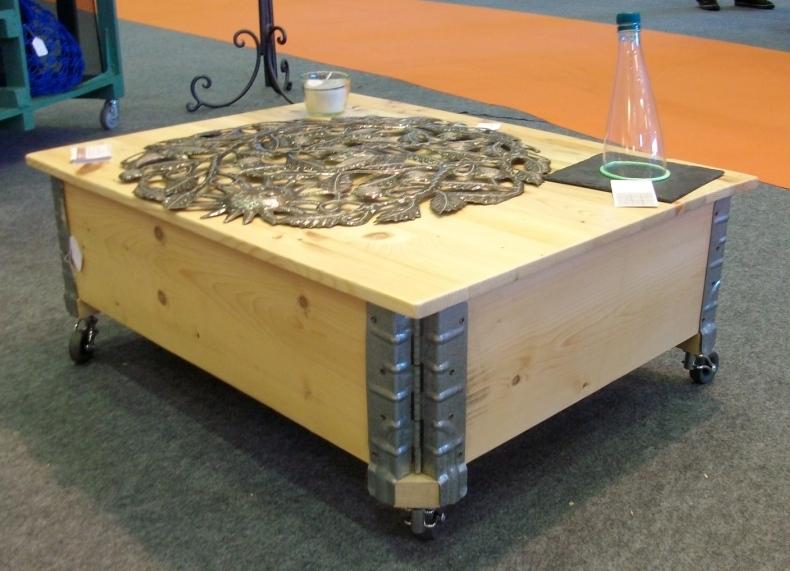 Restaurer une table basse en bois - Table basse avec des palettes en bois ...