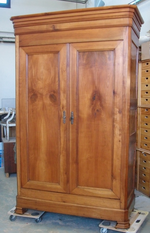 renover une vieille armoire armoire ancienne authentique. Black Bedroom Furniture Sets. Home Design Ideas
