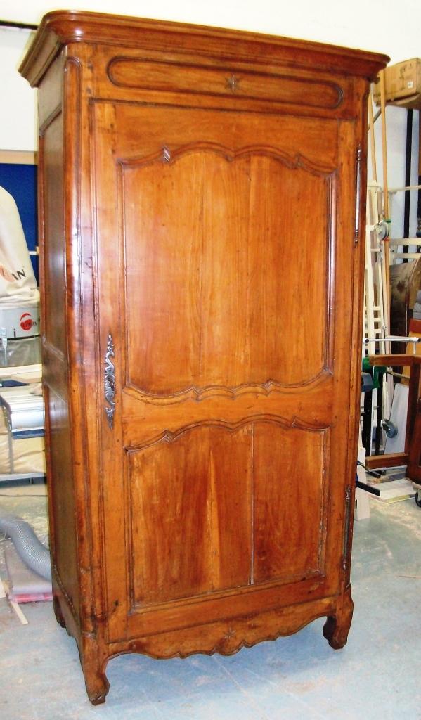 armoire homme debout art 39 b nart 39 b n. Black Bedroom Furniture Sets. Home Design Ideas
