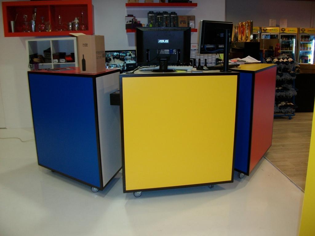Comptoir de caisse d 39 inspiration mondrian art 39 b nart 39 b n for Comptoir du meuble angouleme